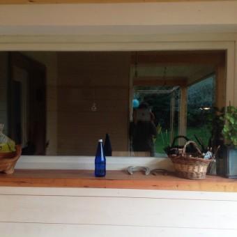 finestra con soglia in legno di pero