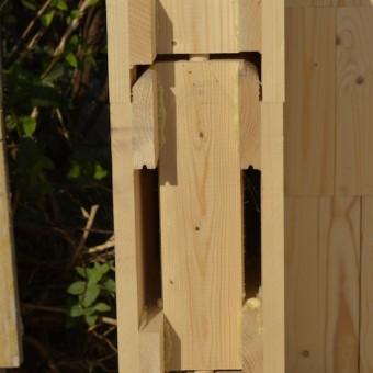 particolare incastro mattoni in legno