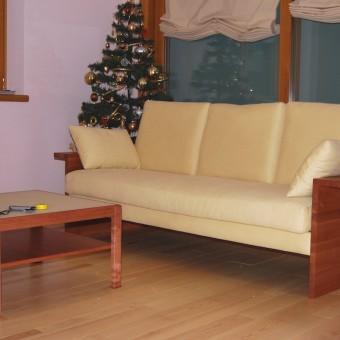 divano in cliliegio con imbottiture naturali